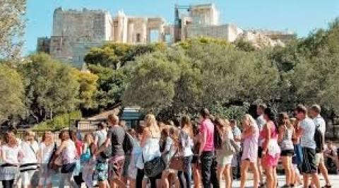 «Άλμα» 12,3% στις αφίξεις τουριστών το πρώτο εξάμηνο του 2013