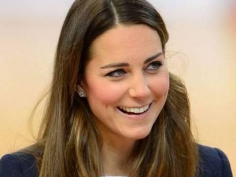 Κοιλιά-πέτρα: Η μπλούζα της Kate Middleton «σηκώθηκε»...
