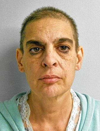ΣΟΚ: Bασάνισε τον γιο της και του έκαψε το... πέος με αναπτήρα
