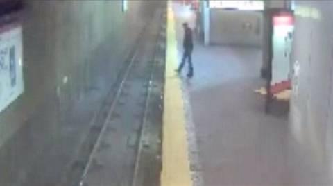 Βίντεο-ΣΟΚ: Η στιγμή που υπνοβάτης έπεσε στις ράγες του τρένου