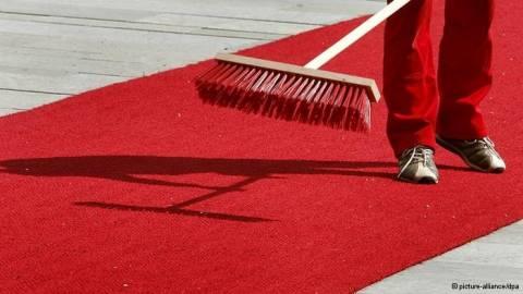SZ: «Κόκκινο χαλί» για ξένους επενδυτές
