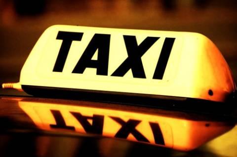 60% των πολιτών παίρνει παράνομους «ταξιτζήδες»