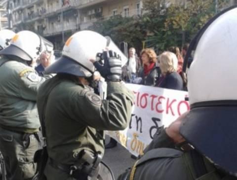 Διαμαρτυρία με πανό και με συνθήματα στην Τσιμισκή (pics+vid)