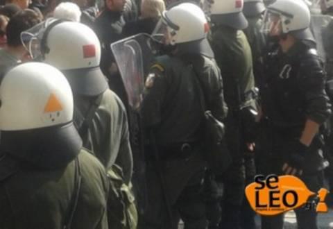 Ένταση μεταξύ εκπαιδευτικών και ΜΑΤ στη Θεσσαλονίκη (pics+vid)