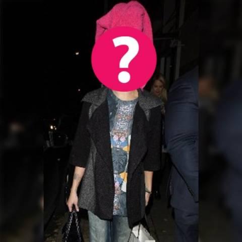 Μήπως ξέχασες κάτι; Ποια διάσημη κυρία κυκλοφορεί με την πετσέτα;