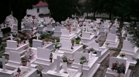 Τρόμος στην Αχαΐα: Τη νύχτα βλέπουν «σκιές» στο νεκροταφείο