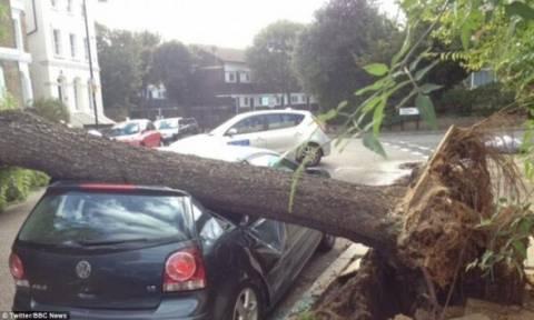 Ισχυρές καταιγίδες πλήττουν την Βρετανία - Αγνοείται 14χρονο παιδί
