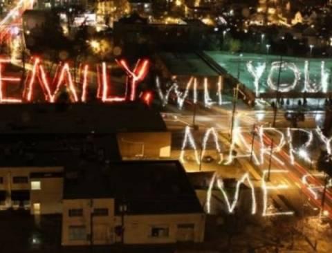 H πιο δημιουργική, καλλιτεχνική και φωτεινή πρόταση γάμου