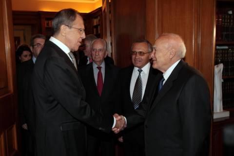 Λαβρόφ σε Παπούλια: Απαραίτητη η συμμαχία Ελλάδας – Ρωσίας