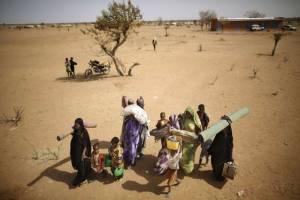 Βρέθηκαν τα πτώματα 87 μεταναστών στην έρημο Σαχάρα