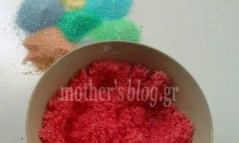 Φτιάχνουμε χρωματιστή ζάχαρη για να ομορφύνουμε τα γλυκάκια μας!