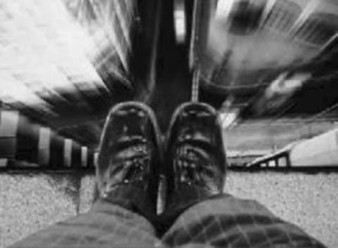ΣΟΚ: Δάσκαλος «έπεισε» μαθητή να πέσει στο κενό από τον 30ο όροφο