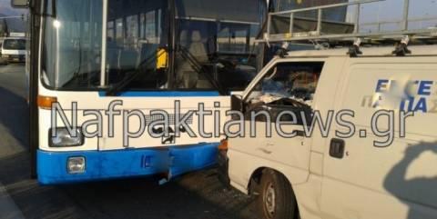 Αντίρριο: Μετωπική σύγκρουση λεωφορείου με αυτοκίνητο (vid)