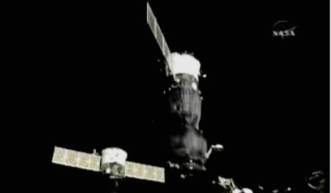 Το διαστημόπλοιο Soyuz επανασυνδέθηκε με το ΔΔΣ
