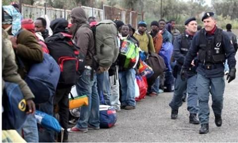 Επικρίσεις δέχεται η Ρώμη για τη μεταχείριση των μεταναστών