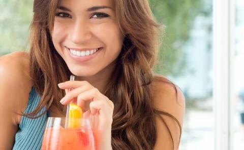 Ομορφιά: 4 χυμοί φρούτων για τέλεια επιδερμίδα