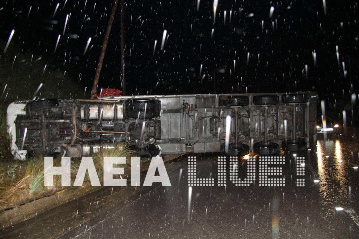 Πύργος: Ανατροπή φορτηγού στην Σαλμώνη Ηλείας