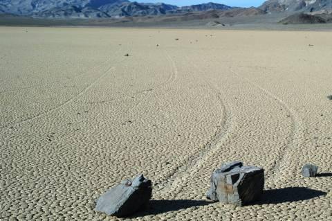 Το μυστήριο των κινούμενων βράχων του Death Valley