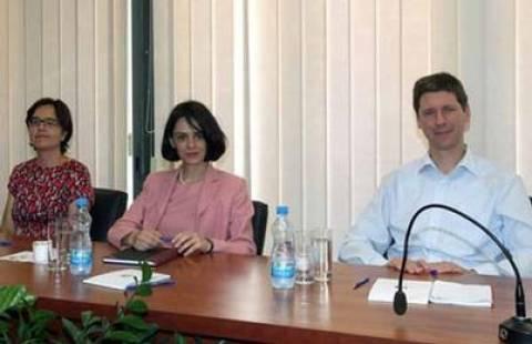 Η Τρόικα στην Κύπρο παρέδωσε το επικαιροποιημένο μνημόνιο