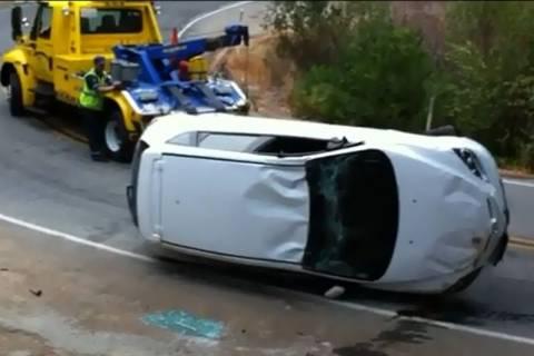 Απίστευτο: Της έριξε το αμάξι στο γκρεμό ο... γερανός (βίντεο)