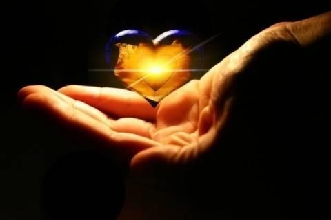 Γέροντας Παΐσιος: Η αγάπη έχει ακατανίκητη δύναμη...