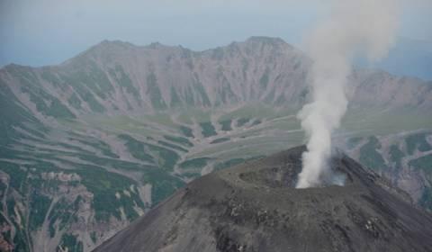 Τρία ηφαίστεια εκτόξευσαν ταυτόχρονα στήλες τέφρας