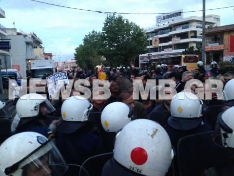 Δημοσιογράφος της ΕΡΤ καταγγέλλει ότι την κλώτσησε αστυνομικός