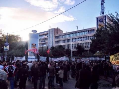ΔΕΙΤΕ LIVE: Εκπέμπουν από τον δρόμο οι εργαζόμενοι της ΕΡΤ