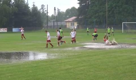Ποδόσφαιρο - Κολύμβηση... σημειώσατε... διπλό! (βίντεο)