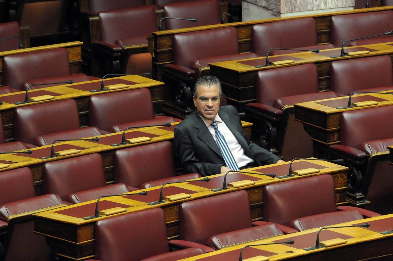 Εικόνες – ντροπή στο ελληνικό Κοινοβούλιο (pics)