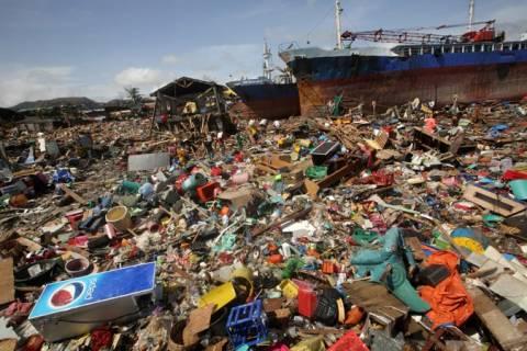 Διεθνής βοήθεια στις Φιλιππίνες για τα θύματα του τυφώνα