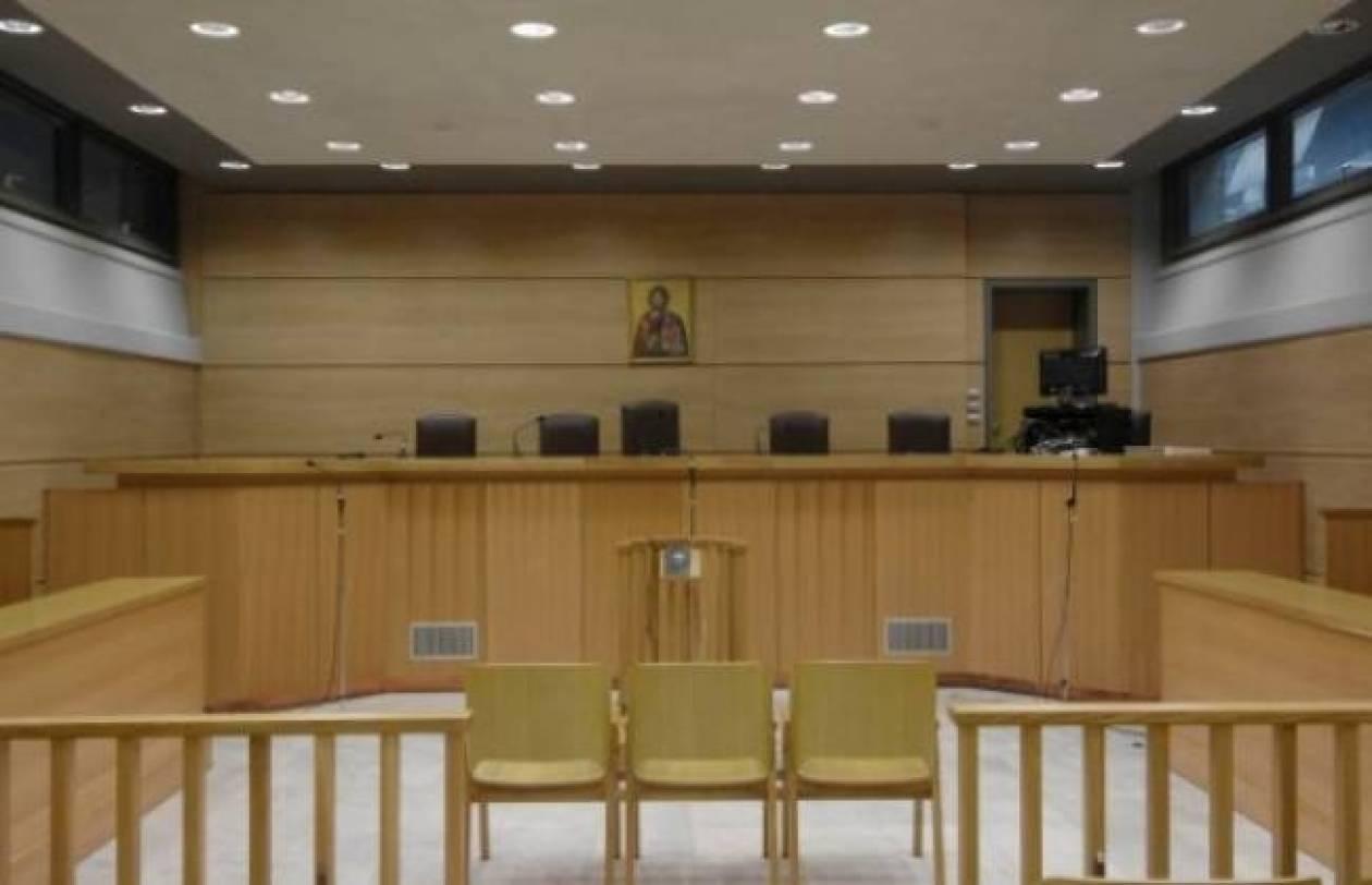 Δεν θα αφαιρεθούν οι θρησκευτικές εικόνες από τις δικαστικές αίθουσες