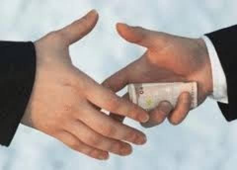 Σάλος από φήμες για «δώρα» εκατομμυρίων
