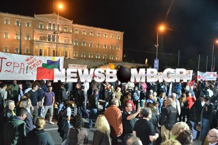Σε εξέλιξη η συγκέντρωση του ΣΥΡΙΖΑ-Κλειστό το Σύνταγμα (pics+vid)