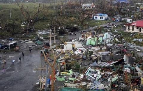 Φιλιππίνες: Λεηλασίες στην περιοχή που χτύπησε ο «Χαϊγιάν»
