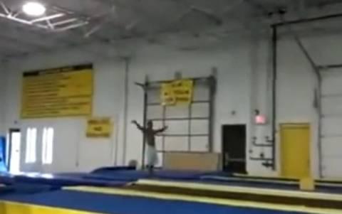 Απίστευτο βίντεο: Γυμναστής κάνει backflips... για μετάλλιο!