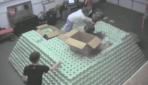 Κατασκεύασαν τη μεγαλύτερη πυραμίδα από … χαρτί υγείας! (βίντεο)