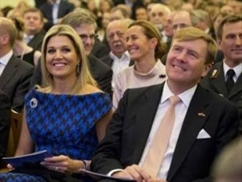 Ρωσία: Με ντομάτες υποδέχθηκαν το βασιλικό ζεύγος της Ολλανδίας