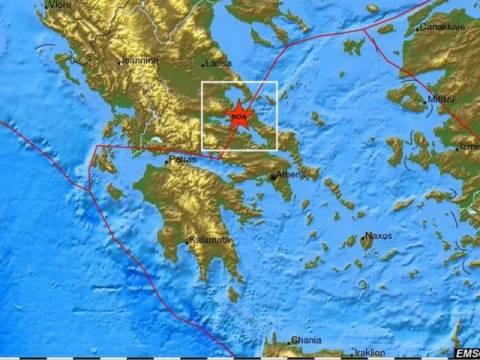 Σεισμός στην Εύβοια - Συγκεντρωμένοι στις πλατείες οι κάτοικοι