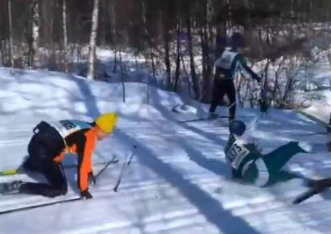 Σε αγώνα σκι, ακόμα τρώνε τούμπες... (βίντεο)