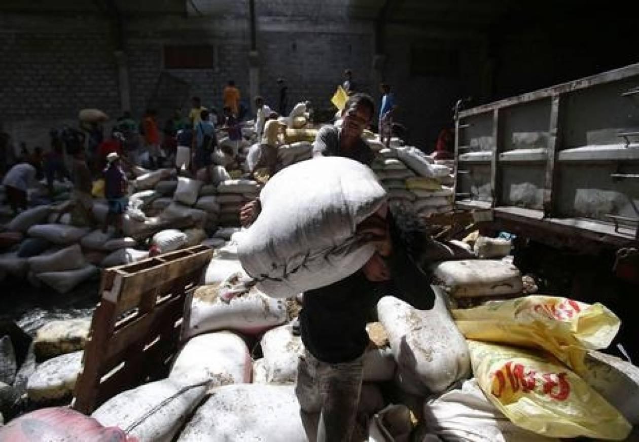 Φιλιππίνες: 8 άνθρωποι ποδοπατήθηκαν σε λεηλασία αποθήκης ρυζιού