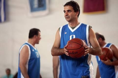 Ο Κυρ. Μητσοτάκης χαλάρωσε παίζοντας… μπάσκετ!