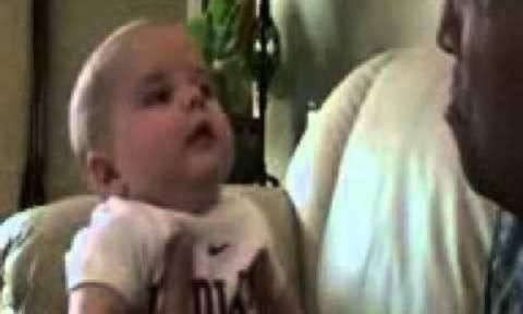 Τι κάνει ένα μωρό όταν βλέπει τον μπαμπά του να κλαίει;