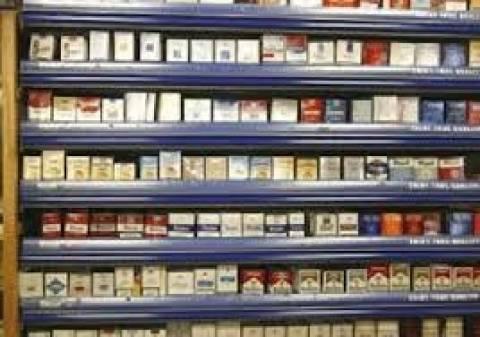 Η υπερφορολόγηση των τσιγάρων ευνοεί το λαθρεμπόριο, λέει η αγορά