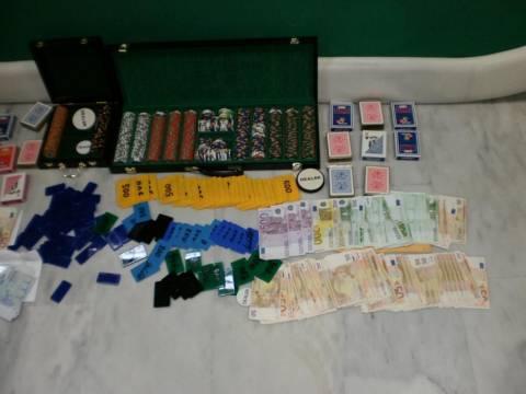 Συνελήφθησαν 12 άτομα στη Ναύπακτο για παράνομα τυχερά παιχνίδια