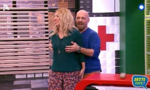 Νικός Μουτσινάς: Χούφτωσε την Μαρία Ηλιάκη on air!