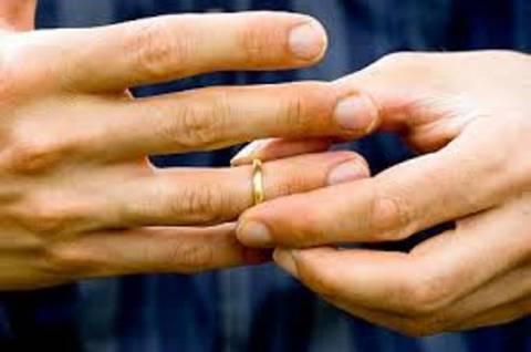 Διαζύγιο για «άτακτο» νεαρό γαλάζιο Δήμαρχο της περιφέρειας