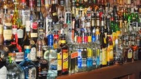 ΙΟΒΕ: Προτείνει τη μείωση του φόρου στα αλκοολούχα ποτά