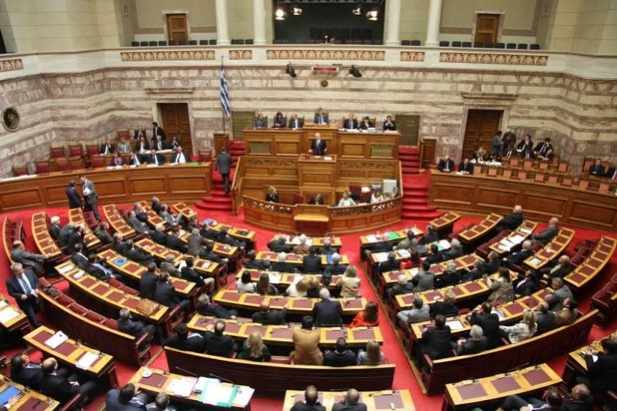 Περικοπές στη Βουλή αλλά όχι στις τσέπες των βουλευτών