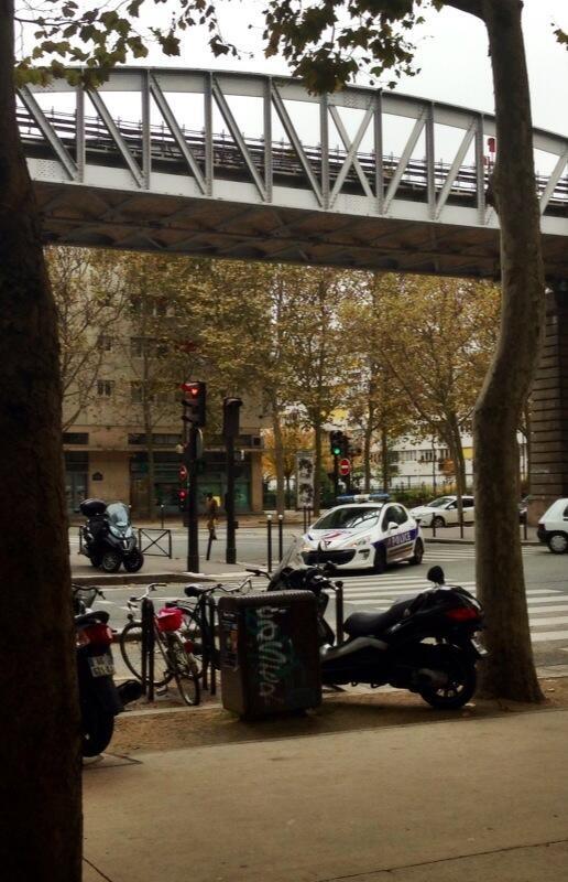 Ανθρωποκυνηγητό στο Παρίσι για τον ένοπλο που σκόρπισε τον τρόμο